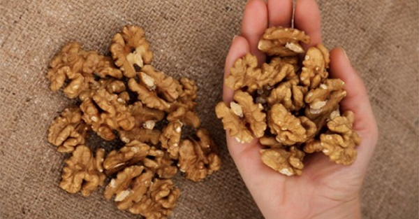 What-Happens-To-You-When-You-Eat-5-Walnuts-Wait-4-Hours